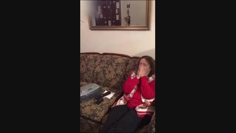 Внук спел и записал песню, написанную бабушкой 30 лет назад (трогательно)