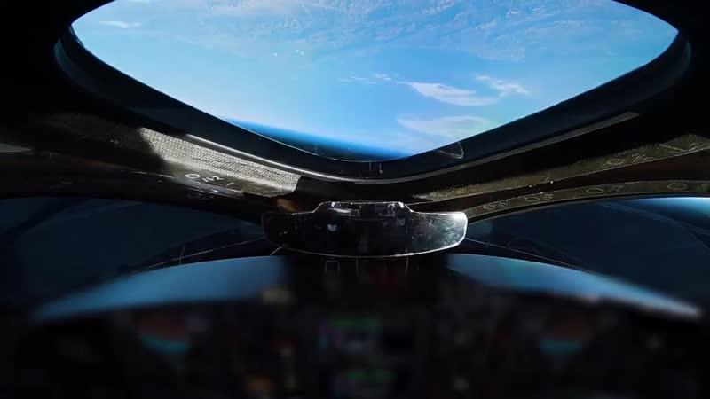 Четвертый полет SpaceShipTwo с включением двигателя высота 82 км