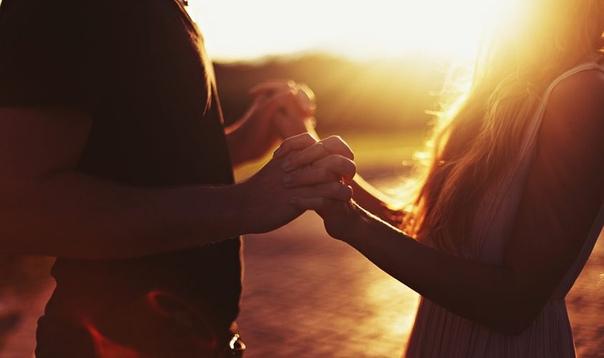 Человечество выработало много изощренных способов ведения «войны полов». Мужская и женская субкультуры большей частью соревновались друг с другом в искусстве влюблять в себя и разбивать сердца. А для счастья и любви нужно всего лишь бросить свой щит и сво