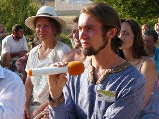 Егор задал вопрос про выпуск кедрового масла компании Звенящие Кедры
