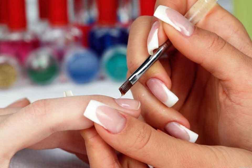 Как сделать акриловые ногти?