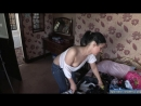 Мамка снимает домашнее видео своему парня показывая сиськи