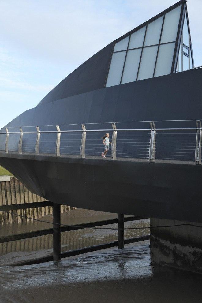 нестандартный поворотный мост в Кингстоне, Великобритания