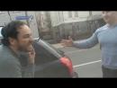 Итальянский водитель встал на колени в Москве fixter