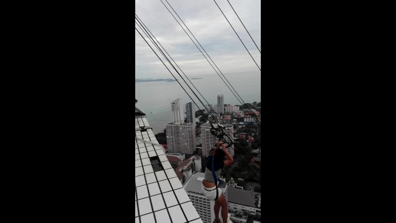 Прыжок с 56 этажа башни Паттайя Парк.