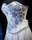 Хочу такое платье в русско--народном стиле.  Очень нравятся платья с рисунком гжелью.  Может у кого еще идеи будут...