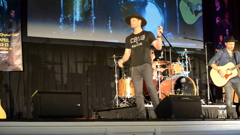 NashCon 2018 - Jensen Ackles sings 'Like a Wrecking Ball'