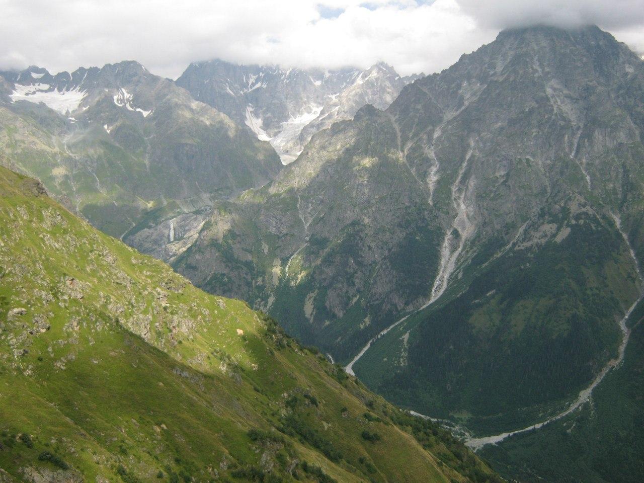 Пейзажи окрестностей горы Ушба с западной стороны