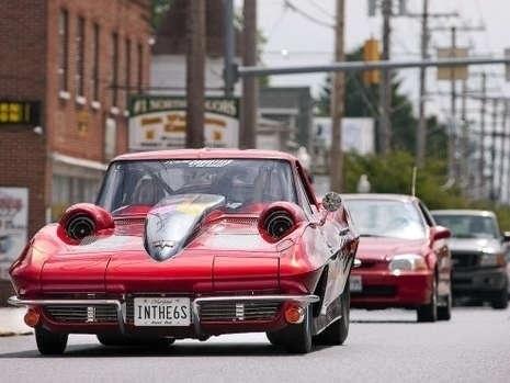 Самый быстрый дрэгстер в мире, способный передвигаться по дорогам общего пользования, построил американский фанатик дрэг-рейсинга Род Саборис (Rod Sabourys) из Мериленда и его шедевр был занесен в книгу рекордов гиннеса