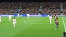 Jugadón de Iniesta en 87 ruleta en el área y dispara al lateral red vitoreado y aplaudido