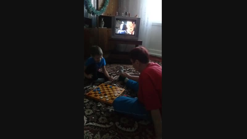 шахматисты,Женя обыгрывает бабу Валю