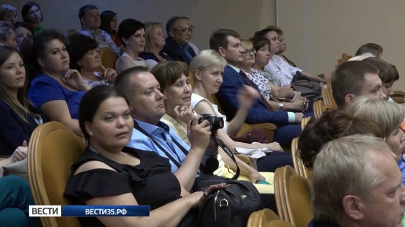 В преддверии праздника Олег Кувшинников наградил работников сферы торговли