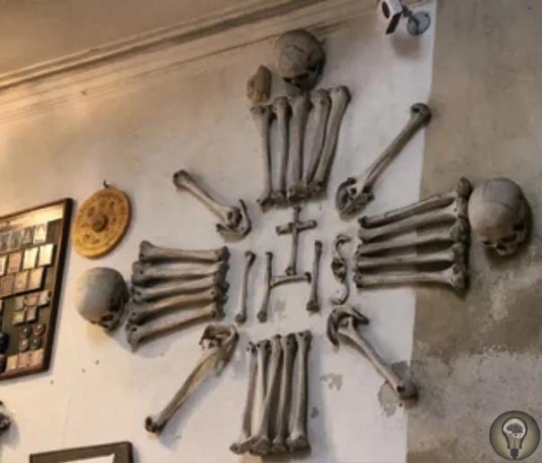 Костница - церковь из костей. Недалеко от Праги расположен городок Кутна-Гора, на окраине которого стоит знаменитая Костница необычная часовня католического храма. Почему она необычная Да потому