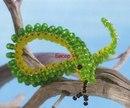 Змеи.  Многие их бояться, но только кто сможет испугаться змейку, выполненную из бисера.  Ее сделать не сложно...