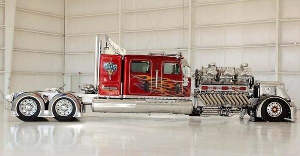 Американец построил 24-цилиндровый тягач мощностью 3500 лошадиных сил. Застройщик из Южной Калифорнии Майк Харра потратил семь лет на постройку тягача THOR 24 с огромным 28-литровым двигателем.