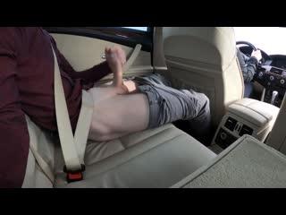 Подрочил в такси при водителе-девушке(любительское порно), 18+