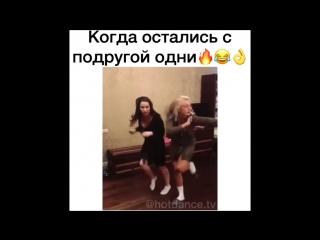 podruzhki-ostalis-odni-doma-smotret-video-ebut-devushku-v-avtoservise