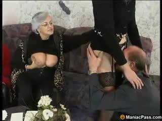 Старушек оттрахали на встречи (групповуха оргия групповое порно сосет минет grandma зрелки зрелые развратные)