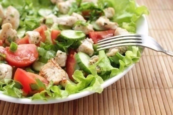 Салат из курицы и свежих овощей!