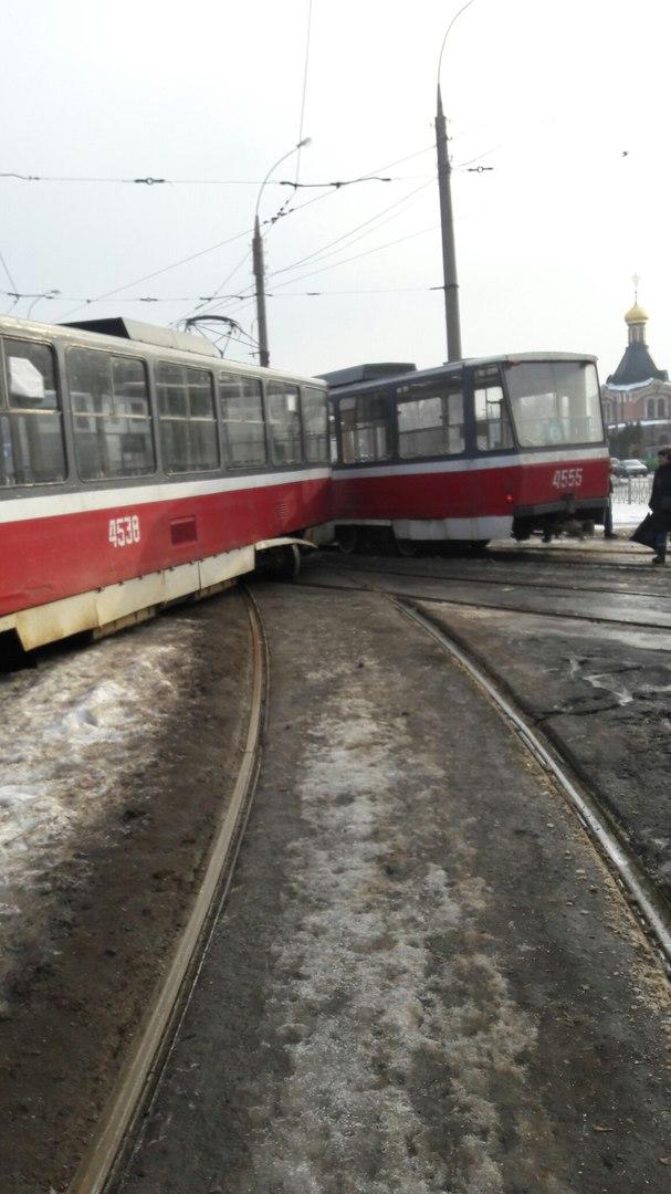 Авария: Столкнулись трамваи (ФОТО)