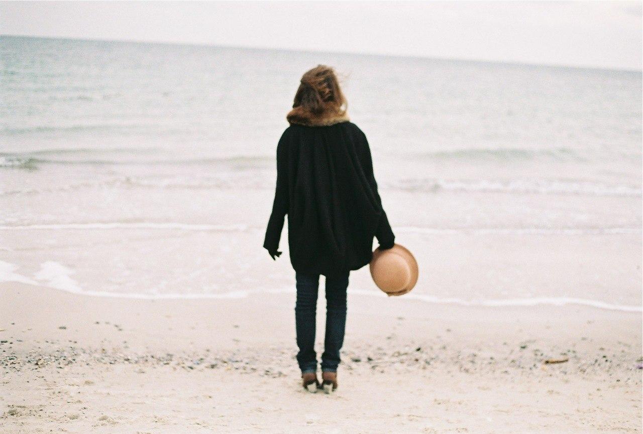 Фото девушек в джинсах и шляпе 23 фотография