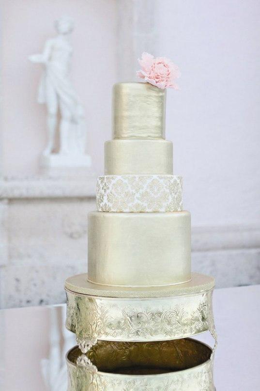 TKNnZ0 njRA - Золотые и серебряные свадебные торты 2016 (70 фото)