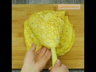 Салат с грибами и лапшой из яичных блинов