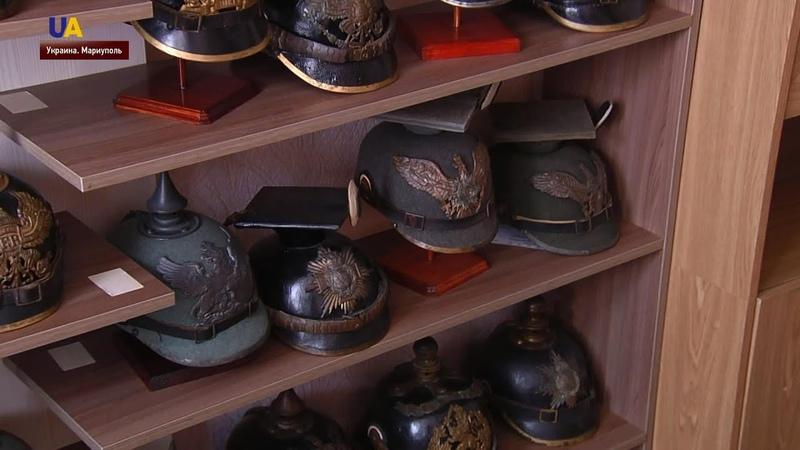 Коллекция старинных боевых шлемов в маленькой квартире на окраине Мариуполя