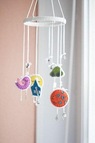 Мобиль с игрушками из фетра (9 фото)