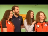 El Chacho visits Spanish school in Moscow