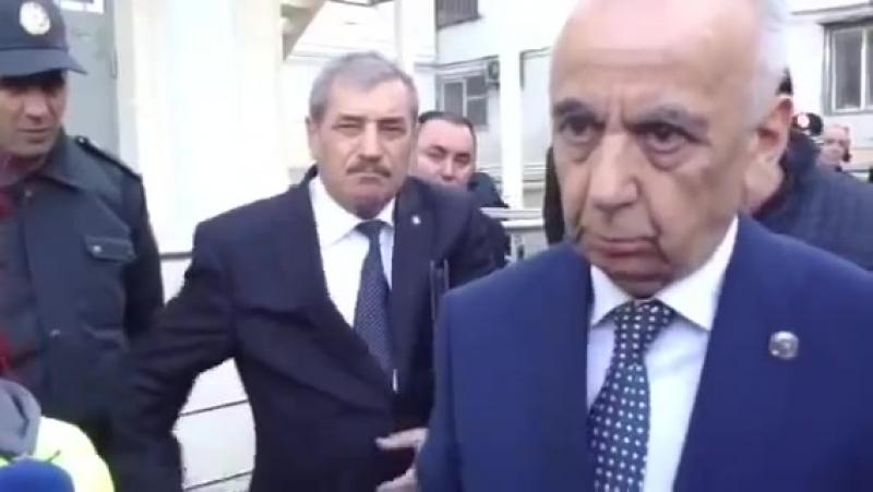 Hacıbala Abutalıbov Azərbaycanda bir kişi var o da İlham Əliyevdir.