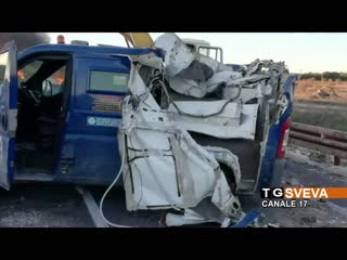 Bari _ commando assalta portavalori con le ruspe e incendia due mezzi pesanti_ è