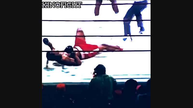 Джо Фрейзер отправляет в нокдаун Мухаммеда Али