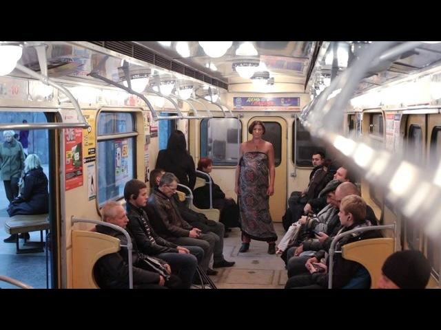 хохлушка деградирует на глазах у пассажиров метро