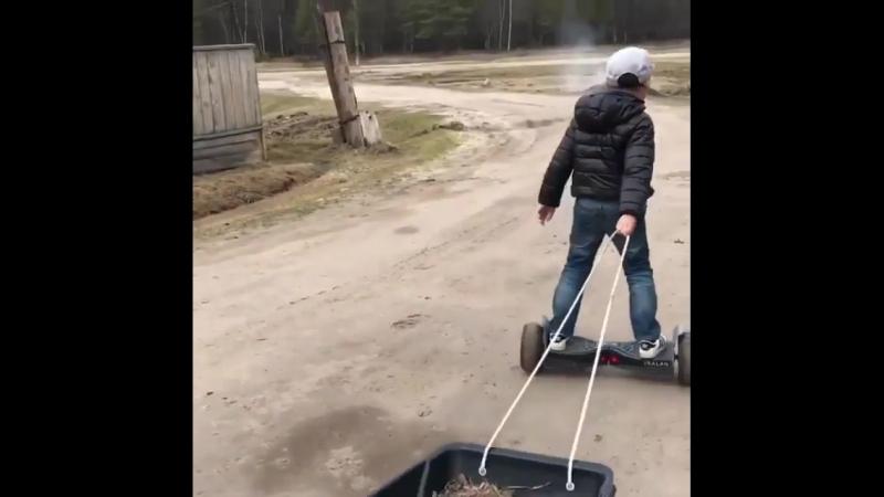 Видеофакт уборка двора на гироскутере