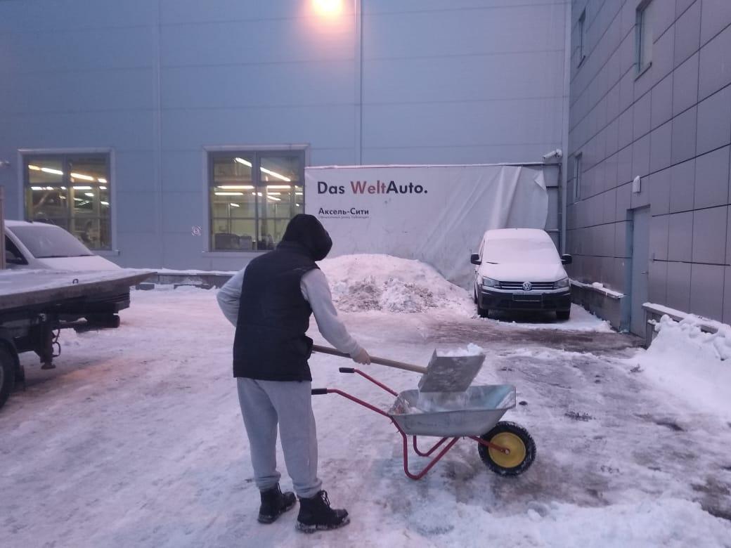 Работаем на очистке снега у салонов. U5c6O8c2cUw