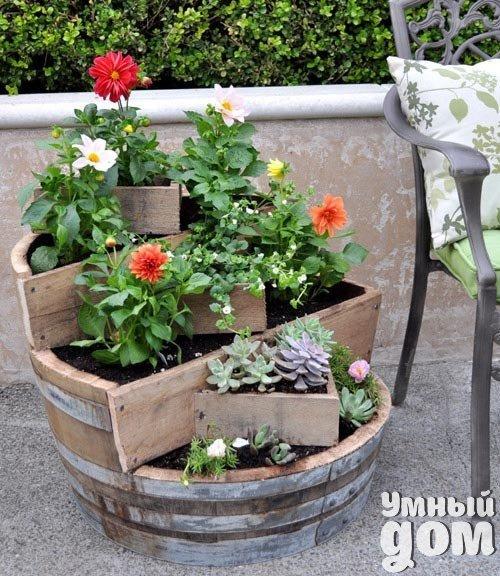 Оригинальная идея для цветника Умный дом - уголок для дачника!