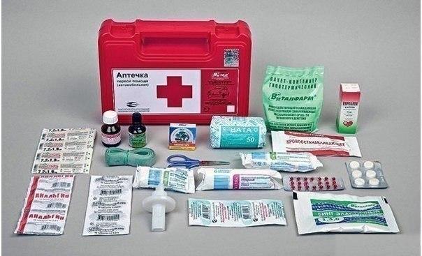 Каким должен быть состав домашней аптечки. Ваша жизнь в Ваших руках. Домашняя аптечка должна содержать все необходимые лекарства, ведь без всякого преувеличения от этого зависят здоровье и жизнь. Обычно домашняя аптечка состоит из сумбурно собранных лекарств, многие из которых совершенно не нужны. Итак, что же должно содержаться в домашней аптечке? Правильно собранные лекарства в домашней аптечке должны быть в каждом доме, чтобы можно быть оказать качественную помощь в экстренной ситуации до…