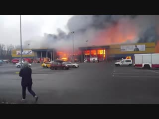 Появилось видео пожара в гипермаркете «Лента» в Петербурге