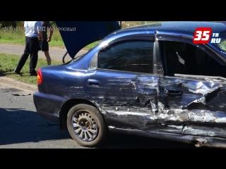 ДТП с участием трёх авто произошло сегодня утром в Череповце