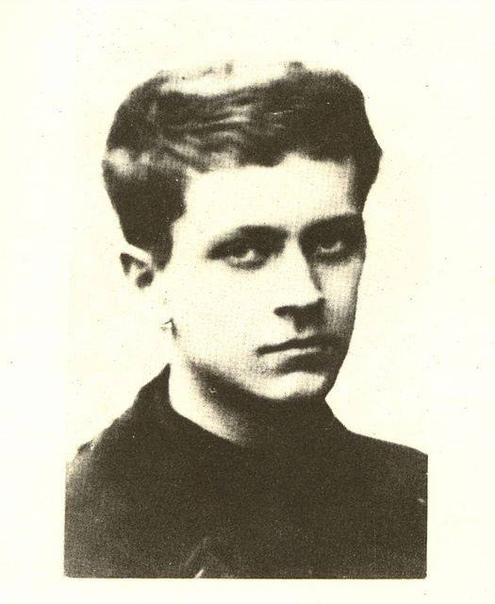 Воспоминания. Д.С. Лихачёв.Дмитрий Сергеевич Лихачёв был арестован 8 февраля 1928 года за участие в студенческом кружке «Космическая академия наук», где незадолго до ареста сделал доклад о