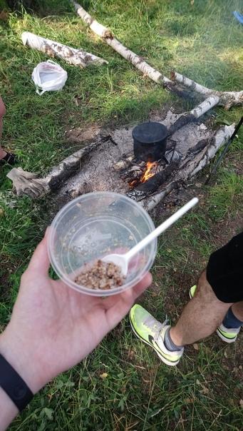 Сварили гречу и кипитим воду для питья.