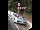 В Сочи на спуске к «Белые ночи» произошло ДТП. Водитель легкового автомобиля не справился с управлением и въехал в бетонное огра