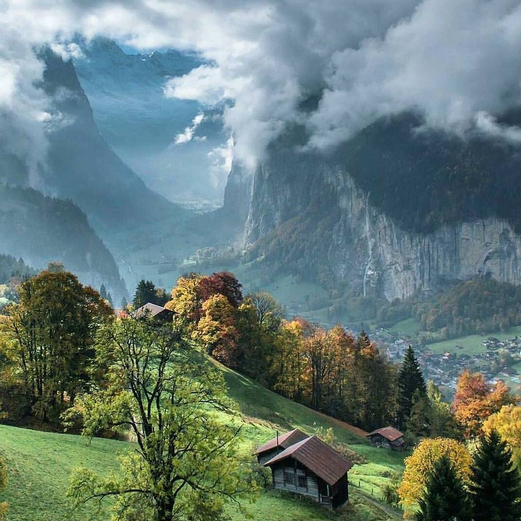 essays on mountains Essay on mountains mountains are really very beautiful and refreshing landscape to look at speaking in the geographical terms, mountains are highly elevated part of land.