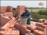 Возведение стен дома и оборудование бассейна.avi
