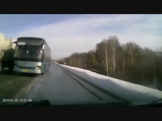Ушёл от лобового столкновения с автобусом