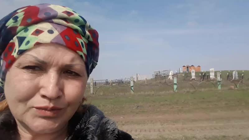 кладбище с казахскими могилками