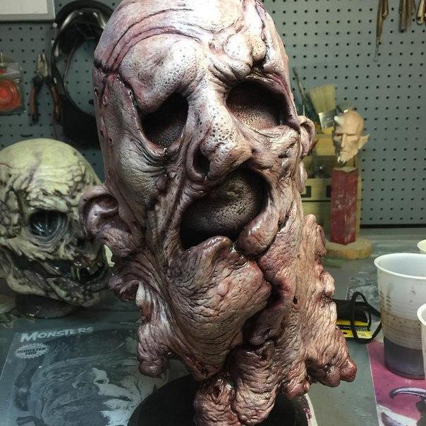 Страшные и реалистичные скульптуры и маски от Casey Love