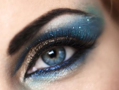 Яркий макияж серо зеленых глаз