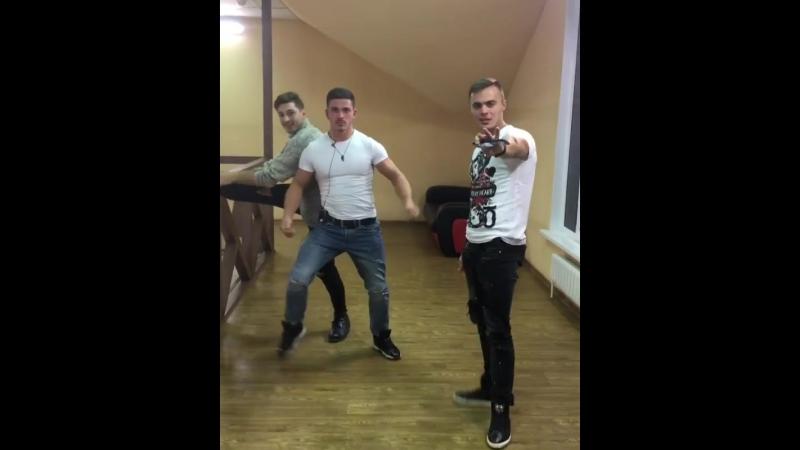 Секси танец альфа-самцов Оганесяна, Капаклы и Купина